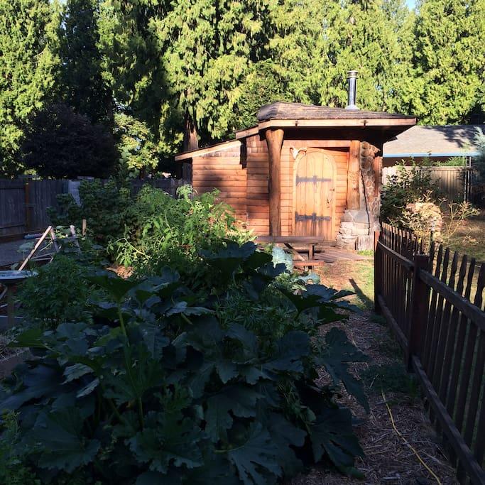 portlandia urban farm hobbit house   cottages for rent