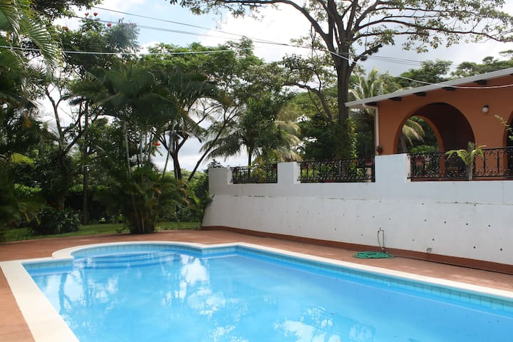 Nice appartment with Pool in awesome surrounding - Managua - Apartment