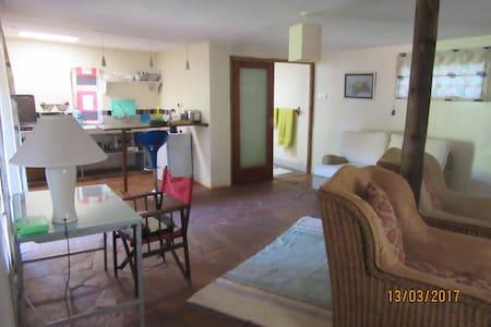 1 Bedroom Cottage in Quiet Garden Near The Hub