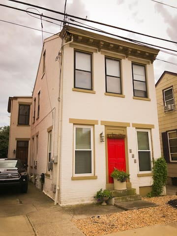 Historic, charming 1BR in Mainstrasse Village!