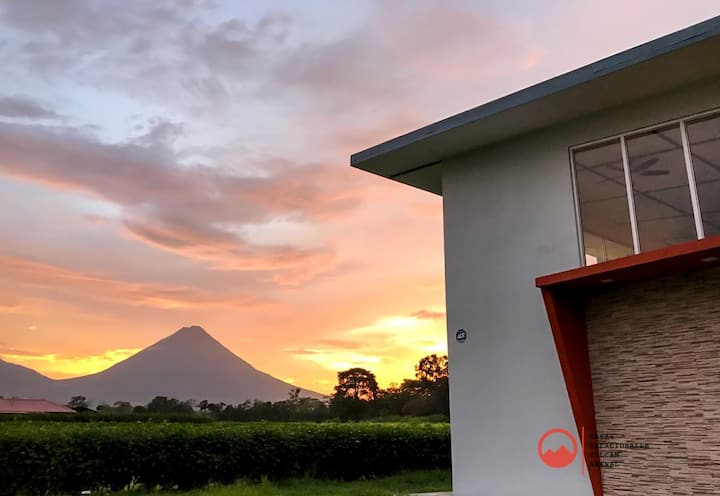 Majestic Arenal House - Private Pool, WIFI, A / C