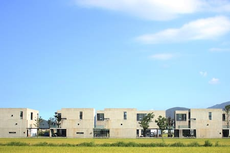小國生活.18棵大樹 <包棟/最佳8人> - Dongshan Township