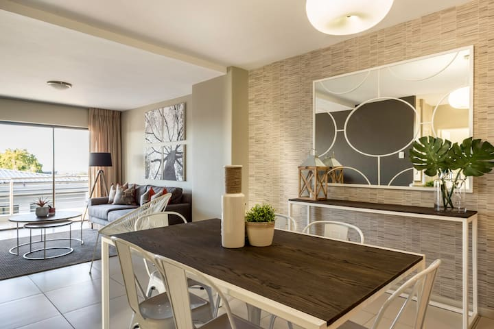 C.A.G Two Bedroom Apartment at The Hub - Sandton - Lakás