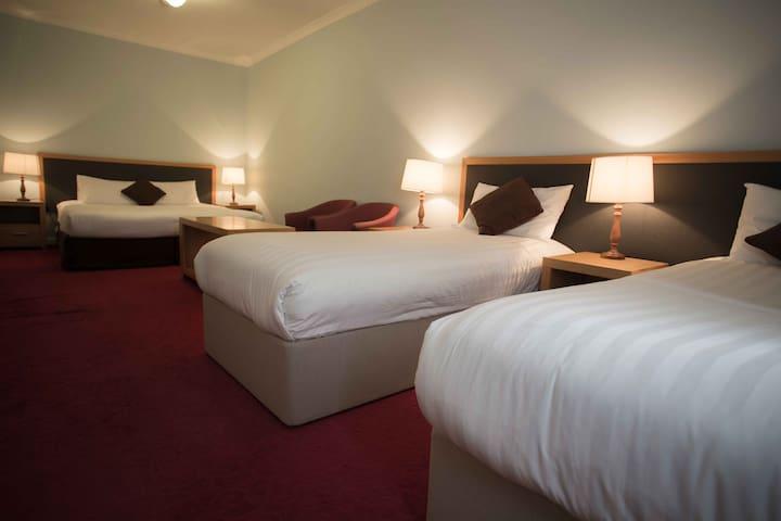 Family Room at Hotel Blue, Katoomba
