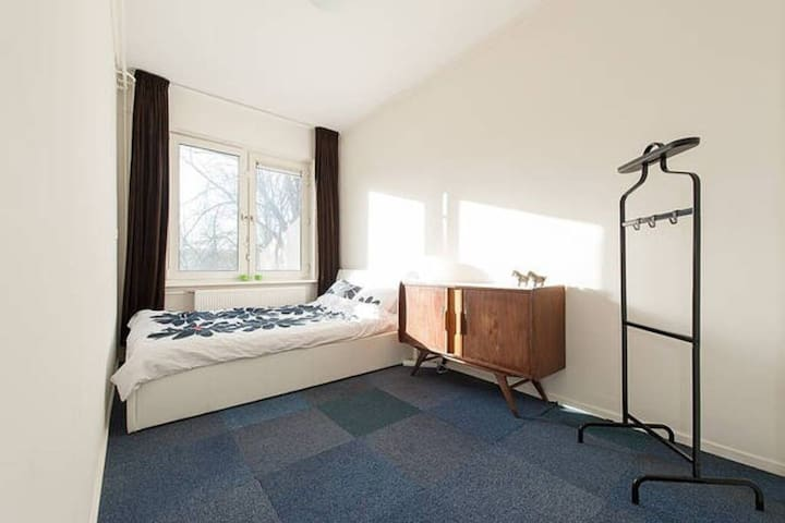 Nice, Cosy and comfortable room with tv and fridge