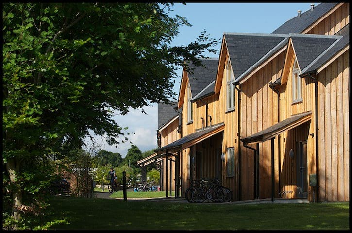 Luxury 5 Star Villa for 2 + cot - Kenmore - House