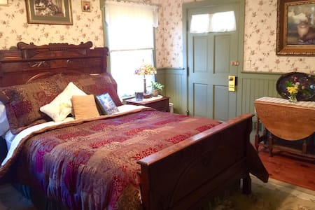 Private First Floor Jacuzzi Suite at a Real B&B - Frenchtown - Aamiaismajoitus