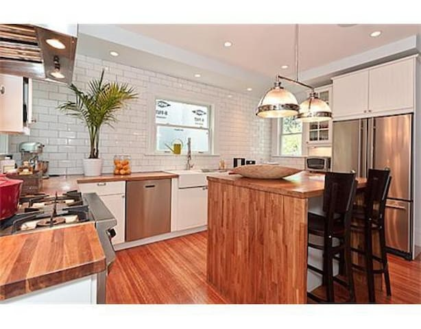 Luxury 2BR - Near Subway - Boston - Apartment