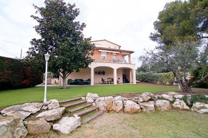 La Magnòlia: casa amb jardí per a vacances