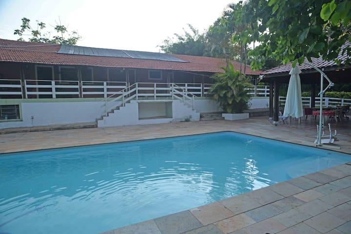Chácara com piscina, muito verde e paz de espirito - Bariri - Cabana
