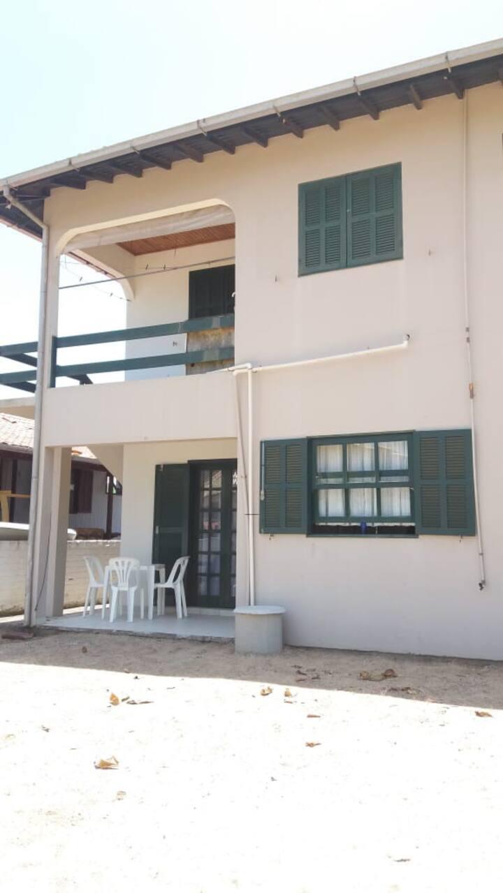 Apto Térreo, 2 quartos, Atrás do Chuveirão/Jagua
