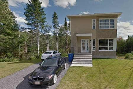 Chambre, salon et sdb privée dans une maison neuve - Ville de Québec - Rumah