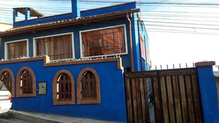 habitacion con terraza panoràmica  en casa azul