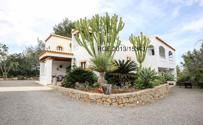 Cozy apartment near Cala Benirras - Ibiza - House
