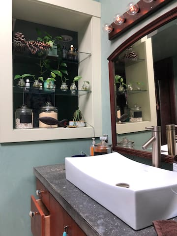 Historic Downtown Easton Room w/ private bathroom