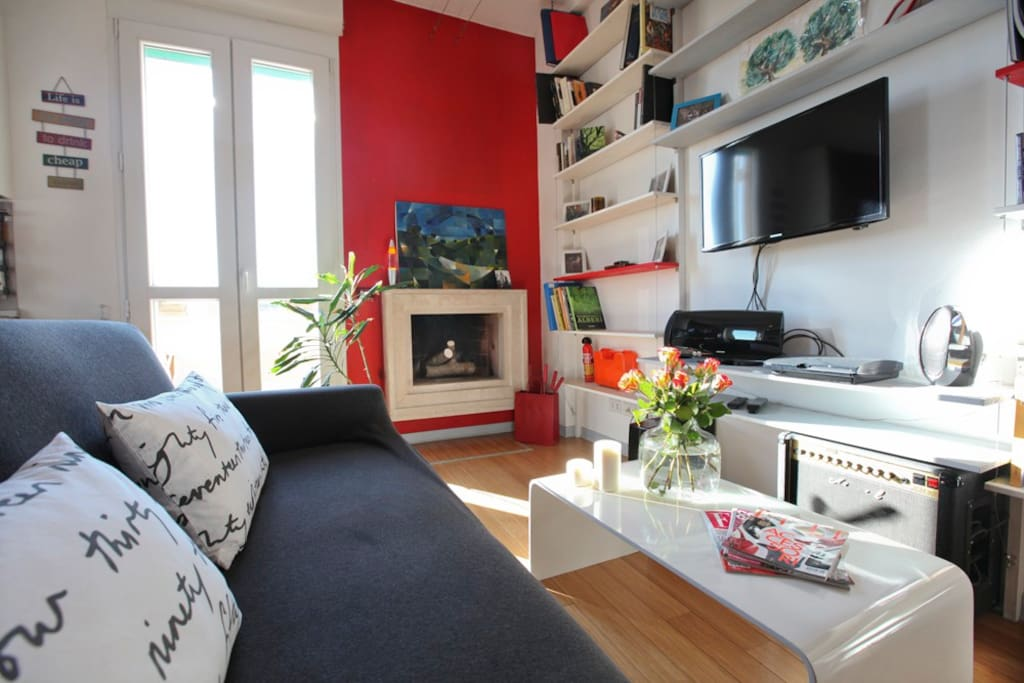 Zona living con caminetto