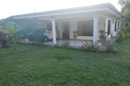 Casa Suarez - Private Room 1 in Orotina's Downtown