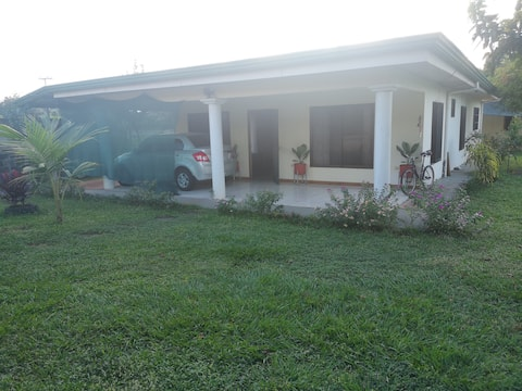 Casa Suarez - Private Room 2 in Orotina's Downtown
