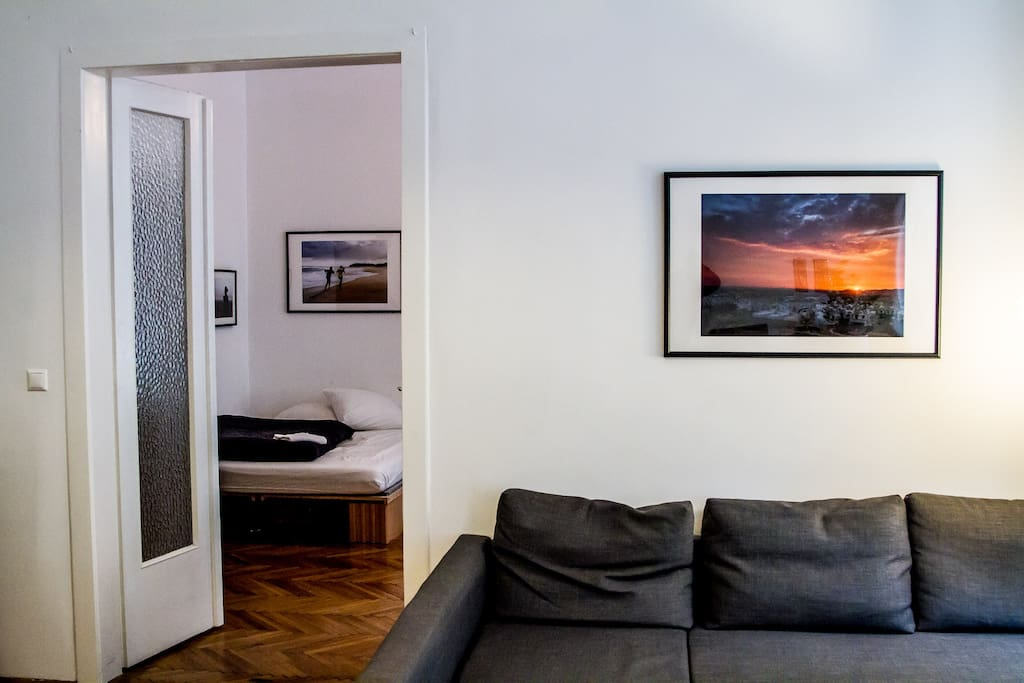 2 Zimmer Wohnung. Wohnzimmer ist Durchgang.