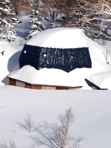 Kurosawa Ike Hut 黒沢池ヒュッテ Myoko Backcountry 妙高山 02 - Myōkō-shi - Dorm