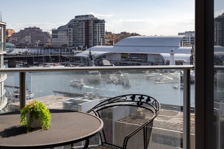 Harbourside Apartment with a View