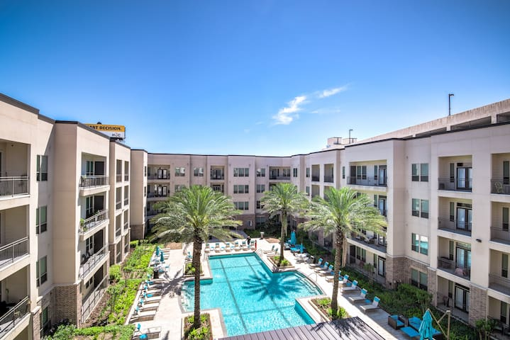Brand NEW modern condo w/ pool - Very quiet & safe