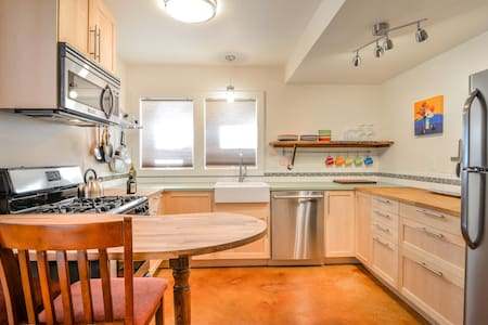 NEWLY BUILT AND FABULOUS: 2 bedroom in Sellwood - Portland