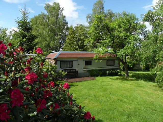 Wohnwagen als Ferienhaus am Wald - Ellefeld