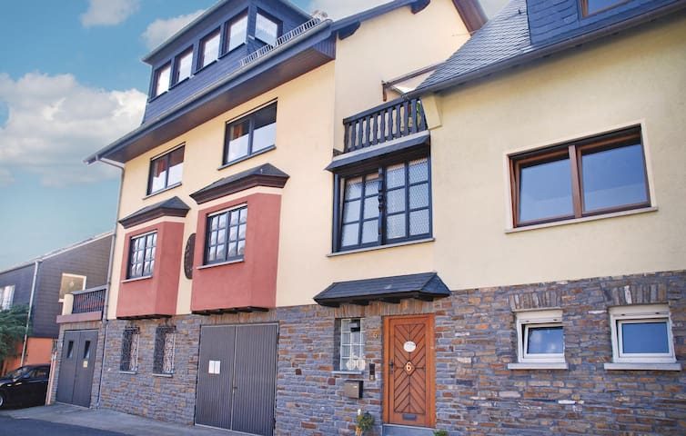Holiday apartment with 1 bedroom on 60m² in Zell-Kaimt/Mosel