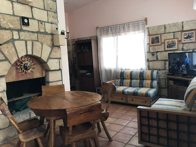 Cabaña hermosa & cómoda c/chimenea! Área infantil