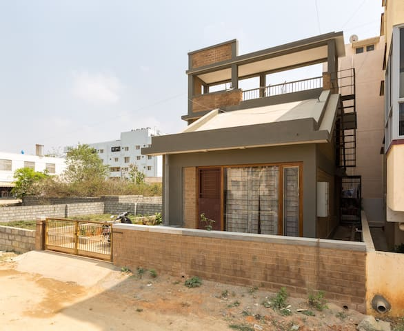 Comfort living  off Bannerghatta rd - Bangalore - House