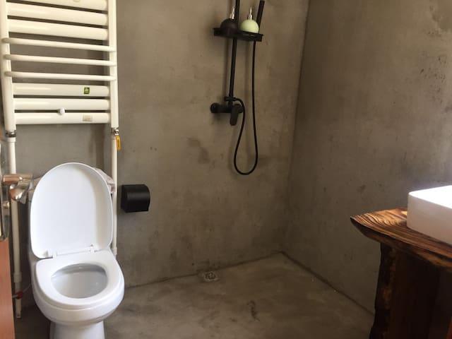203洗手间
