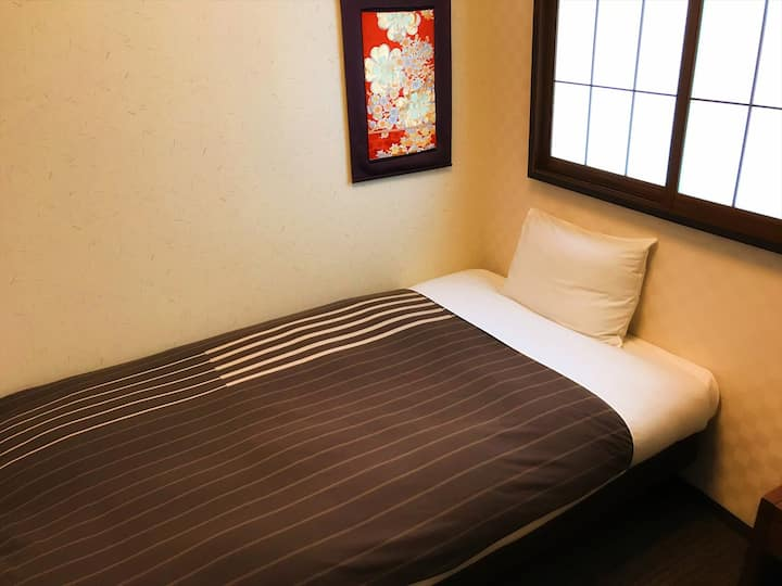 Clean, Friendly, Convenient! Ensuite Single Room