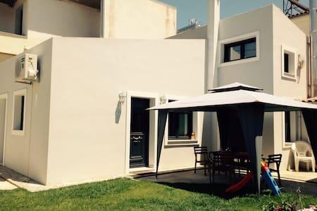 Lovely beach house.. - House