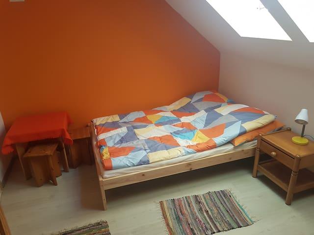 Pokój pomarańczowy 4 osobowy
