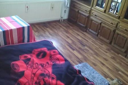 Cozy private room near A2. - Garbsen - Huoneisto