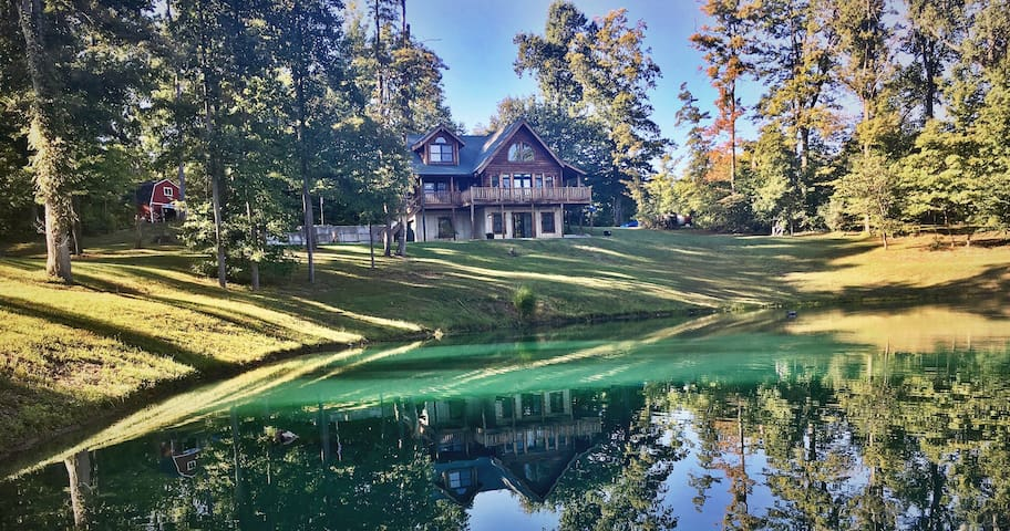 Secluded lodge w/ private fishing pond 4Bd, 2.5BA