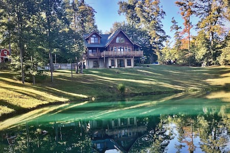 Secluded lodge with private fishing pond - Brookville - House