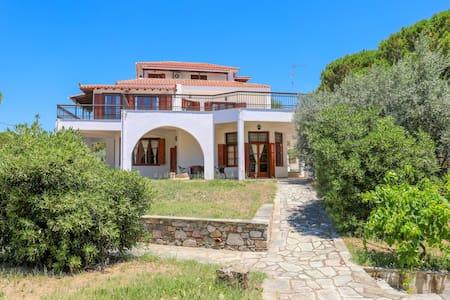 Villa Elli, Vromolimnos, Skiathos
