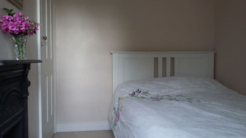 Double bedroom in clean Victorian terrace.