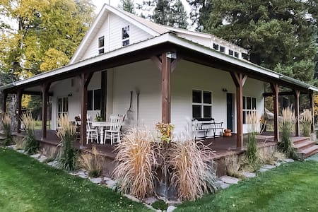 Crane Mountain Cottage: professional clean & cozy