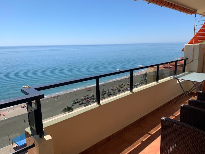 Seafront apartment Saturno on Fuengirola beach