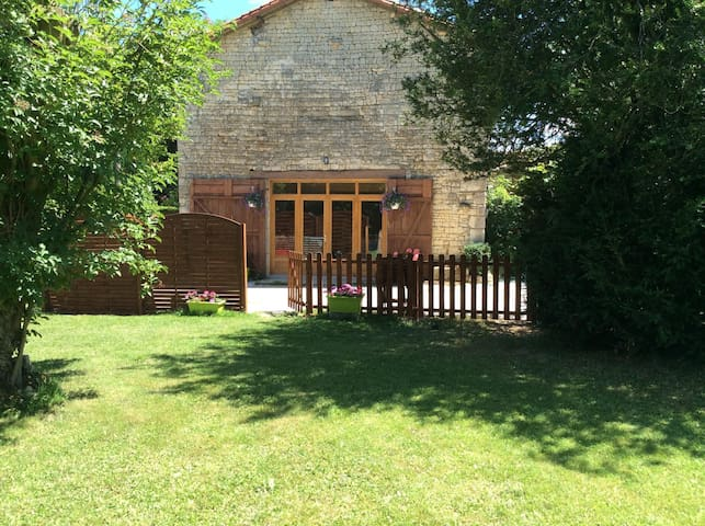 Orchard Common. Stunning 2bed gite in quiet hamlet