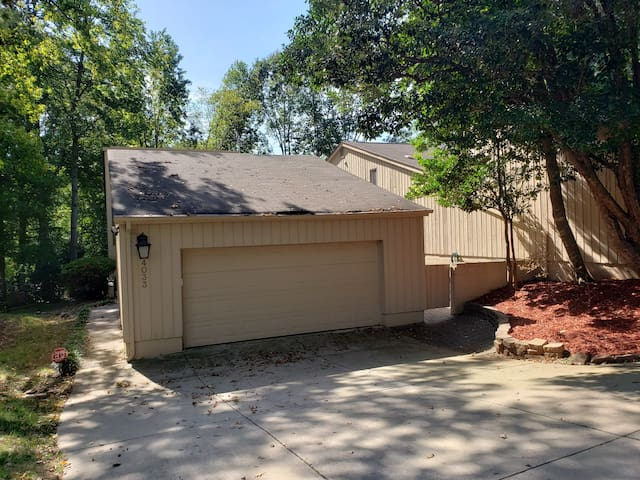 Country Club Townhome away from Home