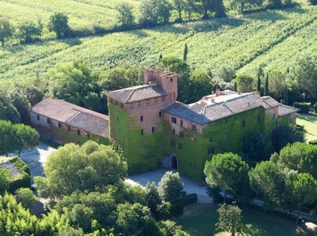 Charming Bed&Breakfast in Ancient Castle, Tuscany