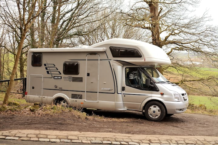 Deluxe Hymer motorhome: unlimited miles, insurance