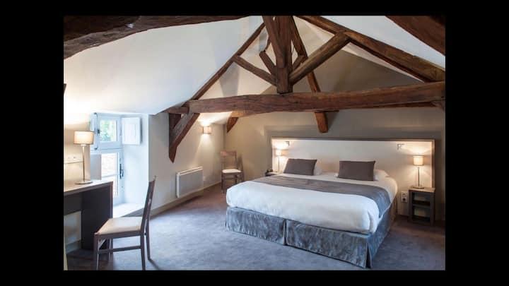Chambre spacieuse dans un hôtel construit en 1632