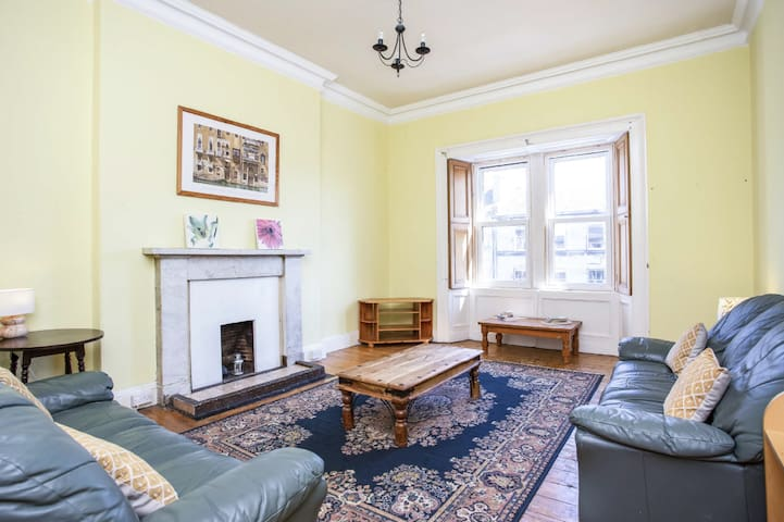 A huge, bright, Edinburgh tenement flat