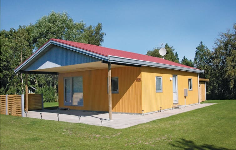 Holiday cottage with 2 bedrooms on 72m² in Rødby