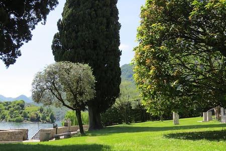 Exclusive villa waterfront - Ossuccio - วิลล่า